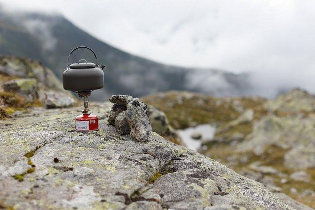 Mini-Gaskocher mit Alu-Wasserkessel - alles ultraleicht