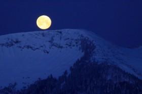 Monduntergang in den Chiemgauer Bergen